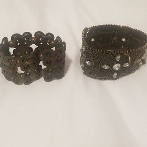 Jewelry - Gold stretchy band bracelets